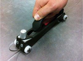 Резак с 4 ведущими роликами Romus LINEA для обработки шва перед сваркой линолеума.